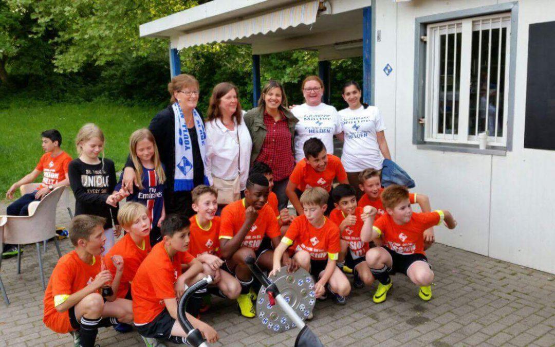 D1-Jugend eifert der ersten nach und ist vorzeitig aufgestiegen – die Erste freut sich über 700 Euro als Vize!